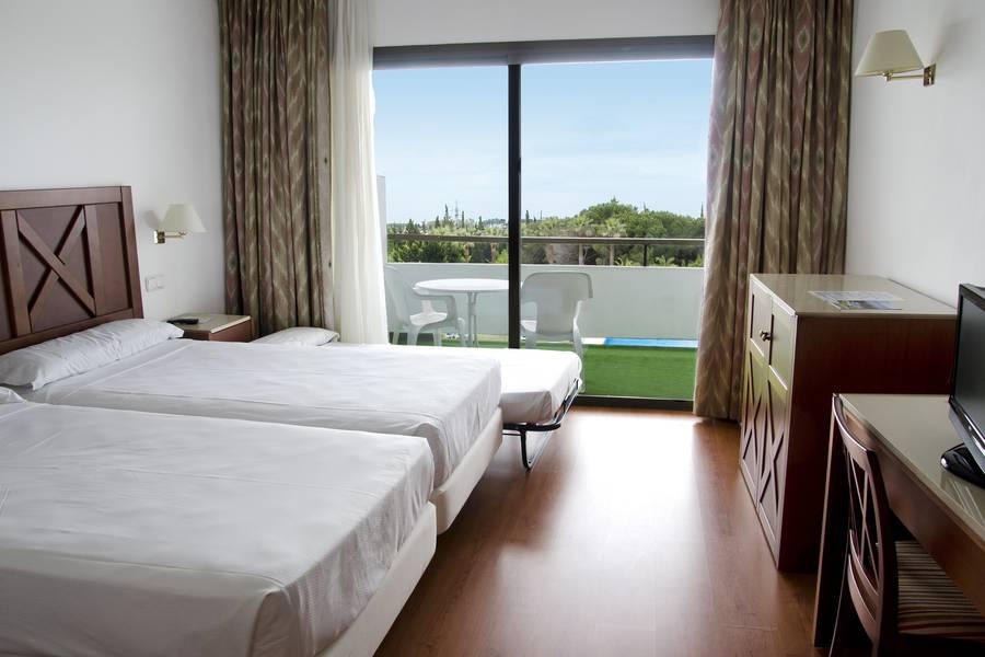 DOUBLE ROOM + 1 CHILD SEA / MOUNTAIN VIEW TRH Paraiso Hotel